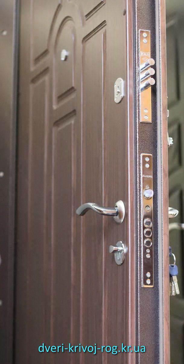 Ручки и замки на входную дверь Премиум