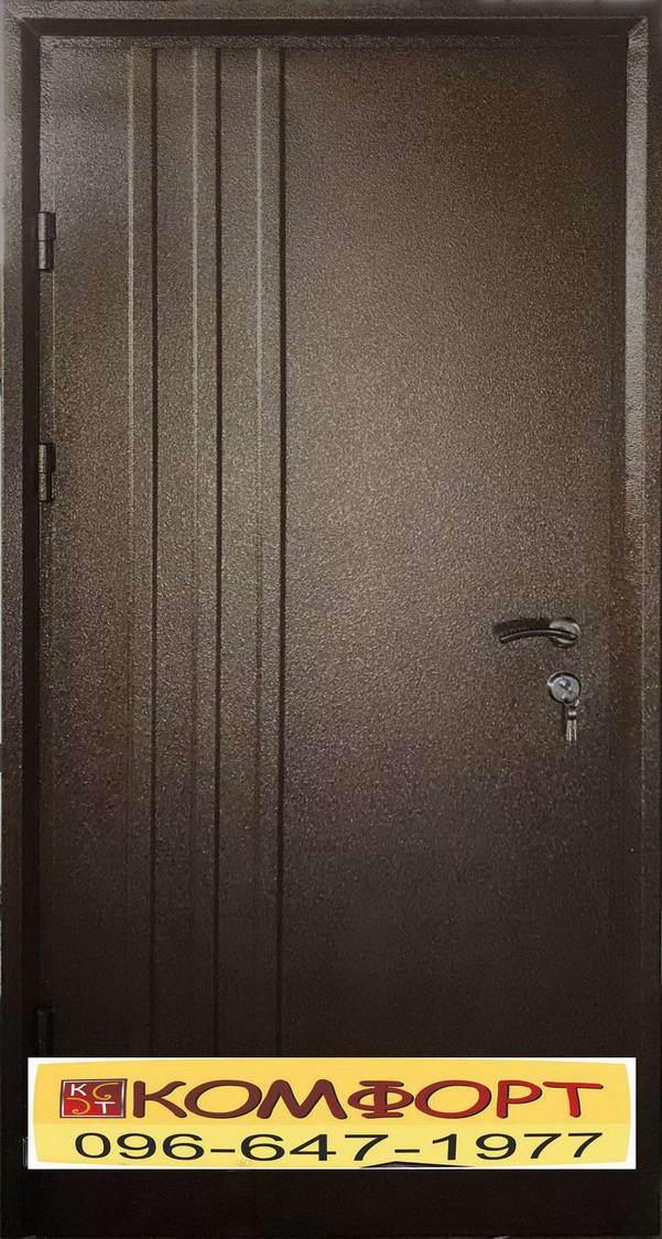 Входная дверь на улицу частного дома