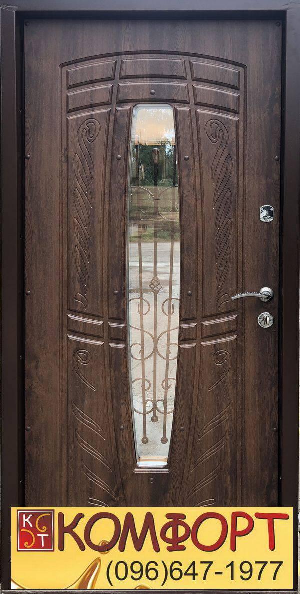 дверь входная с элементами ковки